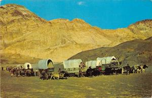 US Wagon Train, Settlers pushing wagon, oxen carriages