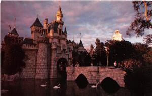 <A22> CALIFORNIA Ca Postcard Chrome DISNEYLAND Anaheim SLEEPING BEAUTY CASTLE 4