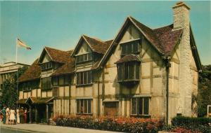 Stratford-Upon-Avon UK~Group of Folk Walking in to Shakespeare's Birthplace 1950