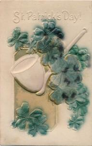 St Patricks Day Greetings - Pipe and Shamrocks - High Relief - pm 1912 - DB