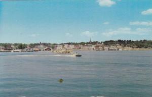 Speedboat across Kempenfrldt Bay , BARRIE , Ontario , Canada , 40-60s