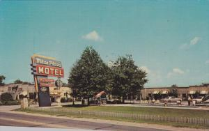 MILAN, Tennessee; Milan Plaza Motel, Classic Cars, 40-60s