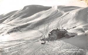 Schonkeiten Huette mit Wildkarkogel Hallstatt Skiers Winter