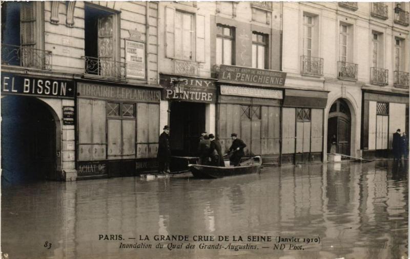 CPA PARIS Quai des Grands Augustins. LA GRANDE CRUE DE LA SEINE 1910 (a4421)