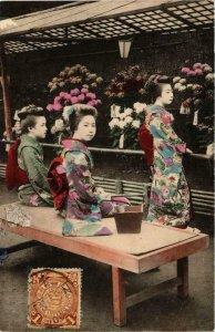 CPA AK geisha girls hand colored postcard JAPAN (609523)