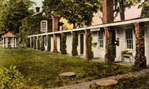 VA - Charlottesville. Monticello, Servants' Quarters, Shop, Honeymoon Lodge