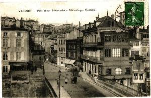 CPA  Verdun - Pont et rue Beauepaire - Bibliothéque Militaire   (178255)