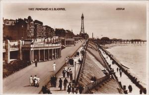 RP: BLACKPOOL , Lancashire , England , 30-40s : Three Promenades