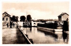 Saint Quentin   Les Ecluses du Canal , horse  drawn barge RPC