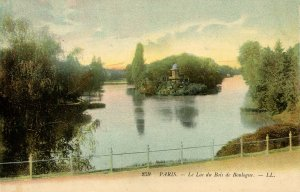 France - Paris. Lake of the Woods of Boulogne