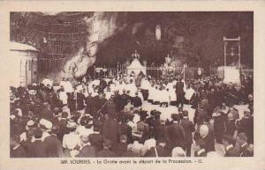 France Lourdes La Grotte avant le depart de la Procession