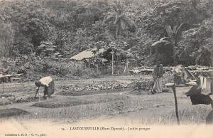 Gabon Lastoursville Mandji (Haut-Ogooue) Jardin potager, gardners