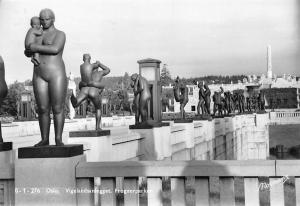 Norway Oslo Vigelandsanlegget, Frognerparken, sculptures, statues 1956