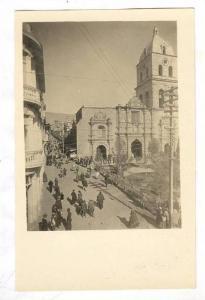 RP: La Paz , Bolivia , 00-10s ; Busy Plaza San Francisco