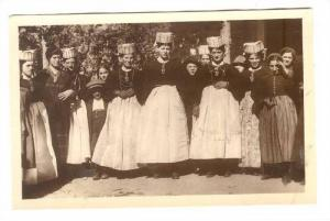RP; Girls from Scanno in holiday Dress, Grand Hotel de Russie, Garden Party -...