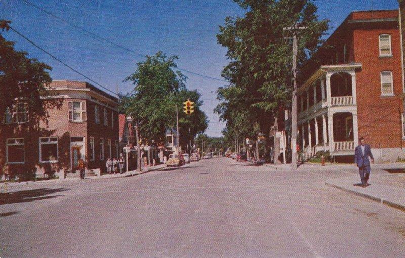 MONT-LAURIER , Quebec , Canada , PU-1969 ; Rue principale ,