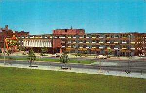NASHVILLE, TN Tennessee  HOLIDAY INN-Capitol Hill   50's Cars  Roadside Postcard