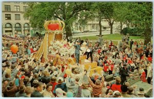 MOBILE, Alabama  AL  King & Queen MARDI GRAS PARADE Bienville Square Postcard