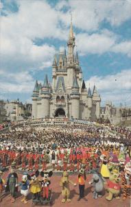 Cinderella's Castle, Mickey Mouse, Cast of Disneyworld, ORLANDO, Florida, 40-...