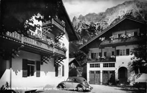 Pension Bavaria Mittenwald gegen Korwendelgebirge Auto Vintage Car