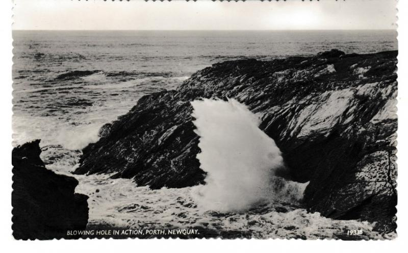 postcard Cornwall Newquay, BLOWING HOLE IN ACTION, Porth