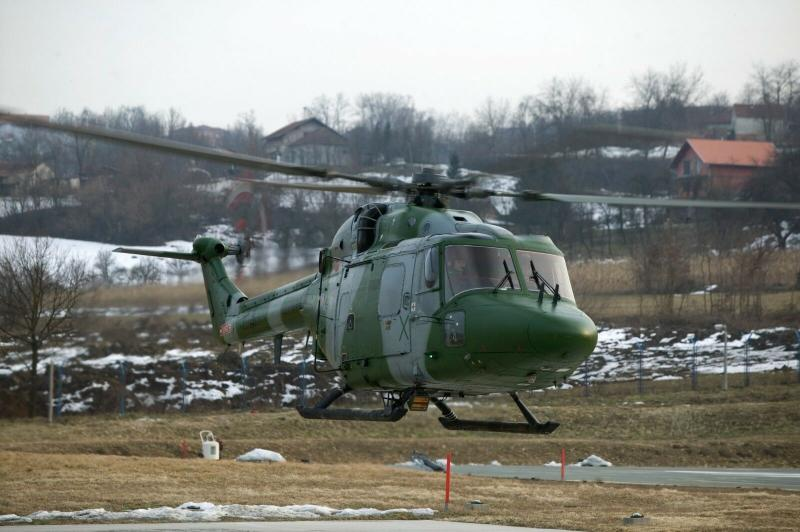 Postcard An Army Lynx Helicopter Hovers during an exercise in Bosnia 2004 35C