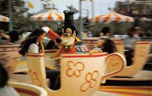 Goofy goes for a spin fantasyland Disneyland, CA, USA Disney Unused