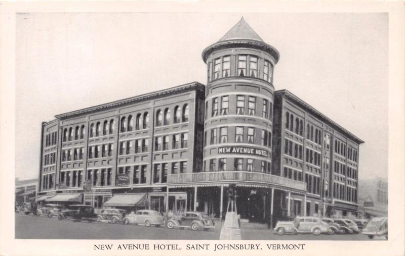 ST  JOHNSBURY VERMONT~NEW AVENUE HOTEL~ISLAND STOP LIGHT POSTCARD 1930-40s AUTOS