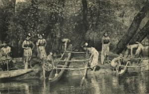samoa, Native People bringing Canoes Ashore (1910s) Marquardt Postcard