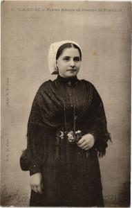 CPA ILE-de-RÉ - Femme rhétaise de Costume du Dimanche (183792)