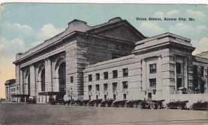 Cars lined in front of the Union Station,  Kansas City,  Missouri,  00-10s