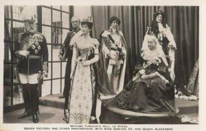RP: LONDON , England , 1940s ; Madame Tussaud's , Hall of Kings