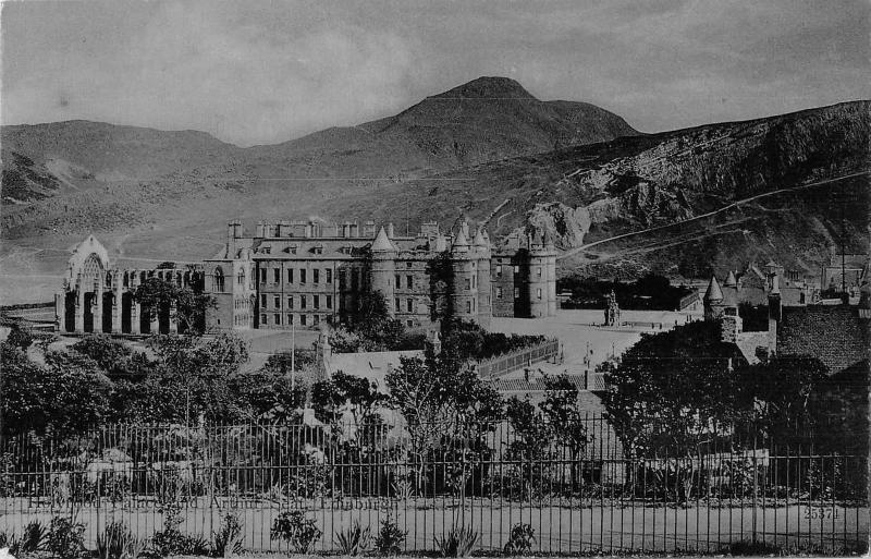 uk24169 holyrood palace and arthurs seat edinburgh scotland real photo  uk