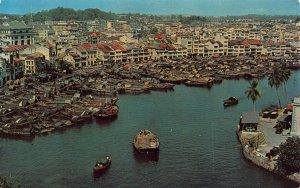 Singapore The Singapore River chinese tonkongs ,sampans postcard