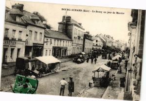 CPA BOURG-ACHARD - Place de la Mairie jour du Marché (129213)