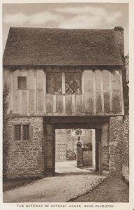 Northampton Postcard - The Gateway of Catesby House - Near Daventry - Ref U1000