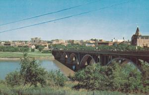 Skyline , Saskatchewan River & 19th St. bridge , SASKATOON , Canada , 40-60s