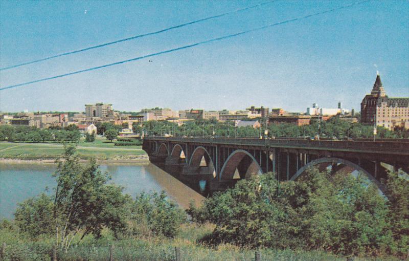 Skyline , Saskatchewan River & 19th St. bridge , SASKATOON , Canada , 40-60s
