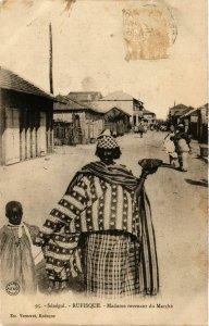 CPA AK Rufisque Madame revenant du Marche SENEGAL (821857)