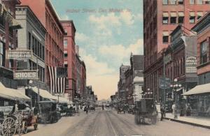 DES MOINES , Iowa , 00-10s ; Walnut Street