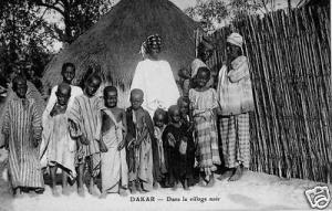 CPA Sénégal, Dakar, Dans le village noir (45882)