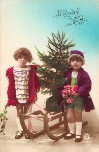 Christmas Joyeux Noel fir tree sledge enfants children
