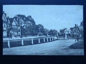 Berkshire DATCHET Village showing The Manor Hotel - Old Postcard