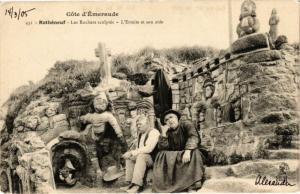 CPA Coté d'emeraude ROTHÉNEUF Les Roches sculpté-L'Ermite et son aide (226893)