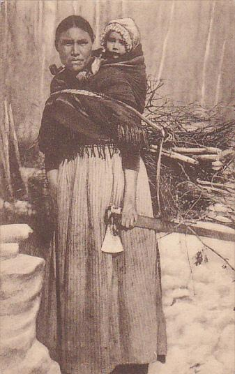 Indian Woman with axe in hand , l'Extreme-Nord Canadian , 00-10s