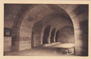 France Douaumont Ossuaire et Phare Cloitre des Tombeaux