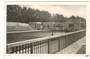 RP: La Piscine du Parc des Sports, Bourgoin, Isere, France, 20-40s