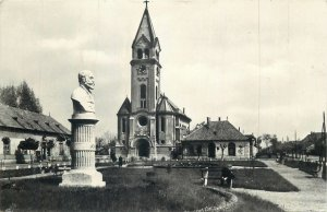 Postcard Hungary Komarom square image monument bust statue