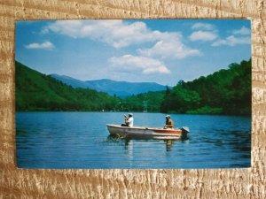 FISHING ON LAKE SANTEETIAH IN WESTERN NORTH CAROLINA.VTG UNUSED POSTCARD*P20