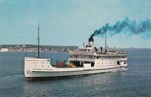 MACKINAC ISLAND , Michigan , 1950-60s ; Straits of Mackinac Boat